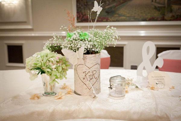 Hoa handmade trang trí bàn tiệc.