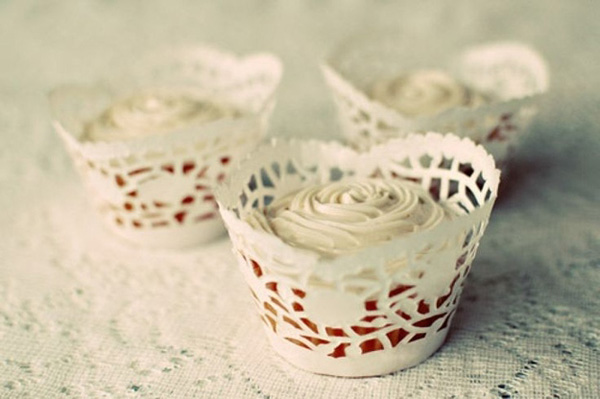 Vỏ giấy bánh cupcake với những hoa văn tỉ mỉ.